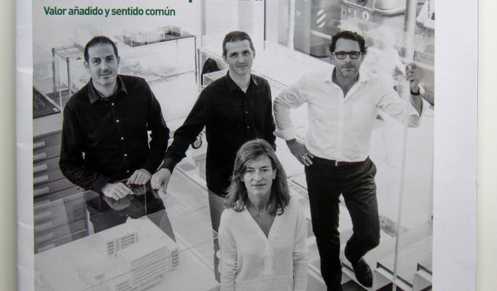 """VÍA CONSTRUCCIÓN. Nº 126. (España). """"Viviendas sociales en Itajaí, Brasil"""" y """"Vivero de empresas en Madridejos"""". pp 11 y 30. (Oct_2015)."""